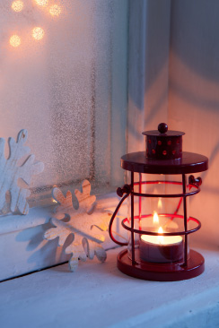 Picture of a lamp on the right in a winter setting