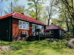 Waterfront pet friendly cottages in the Kawarthas